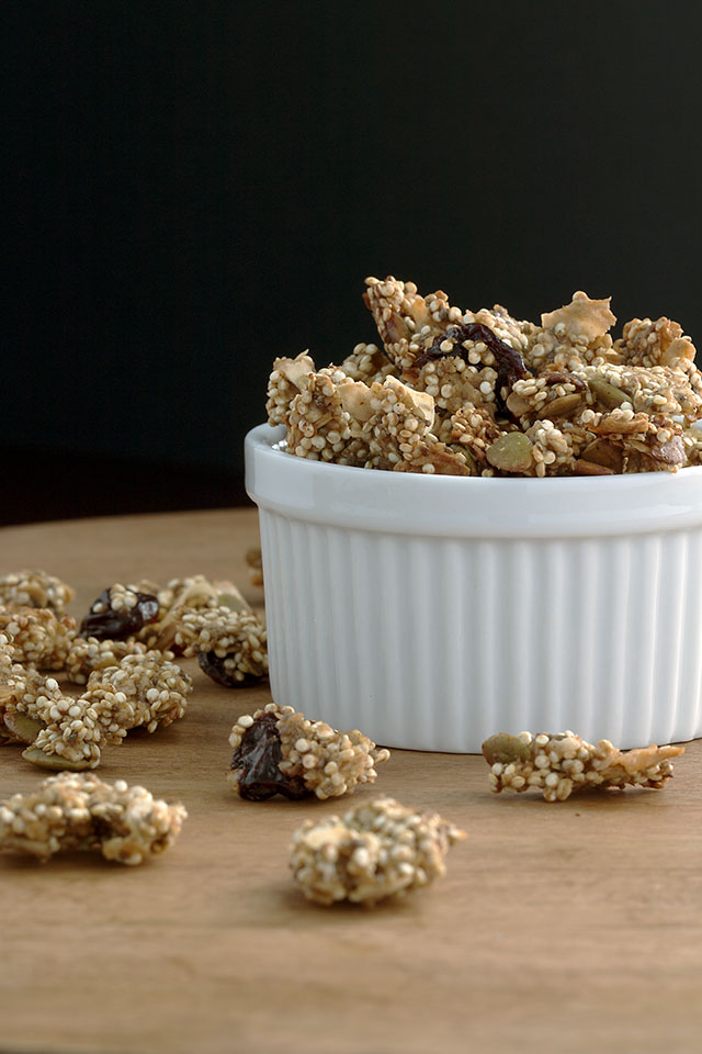 Recipe for quinoa granola with cherry and pumpkin seeds