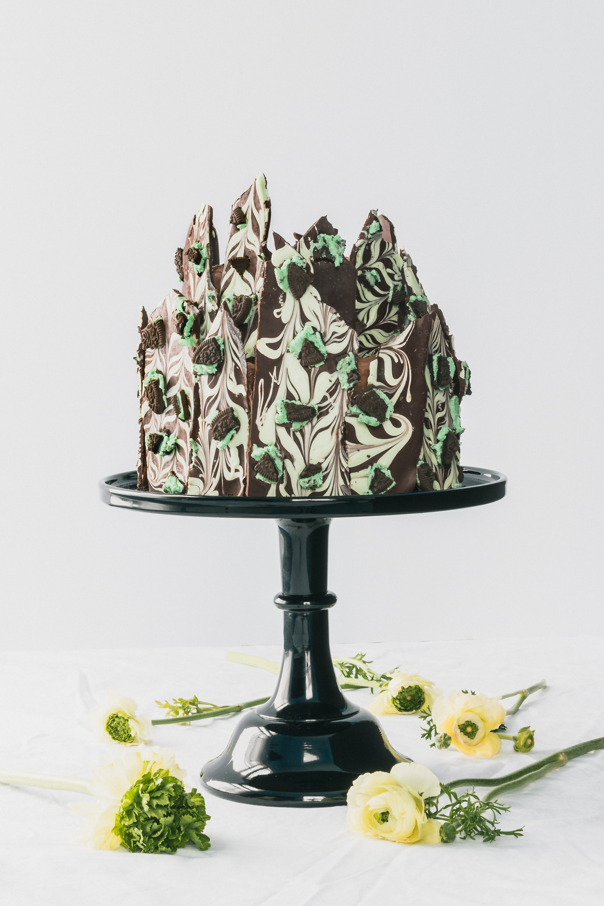 Chocolate Irish Creme Cake with Chocolate Mint Oreo Bark - This Irish Creme Cake with chocolate layers, a fluffy Irish cream liqueur buttercream frosting & chocolate mint Oreo bark will have the luck of the Irish in your favor. A fun dessert for Saint Patricks Day or any day you need a boozy fix. Click for RECIPE.