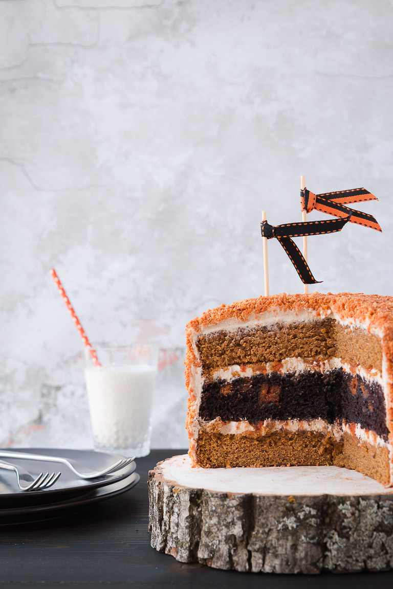 Pumpkin and Chocolate Oreo Cake